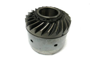 Outdrive lower unit hub clutch assembly